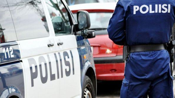 Poliisi ja auto